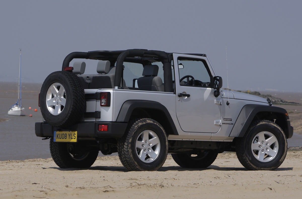 Ucsbracing blogspot as well 1109415 pagani Huayra Pearl Back On The Road further 1607 Jeep Cherokee Trailhawk Review 12000 Mile Update as well 506 Black Jeep Liberty 2015 Wallpaper 3 further Watch. on first jeep wrangler