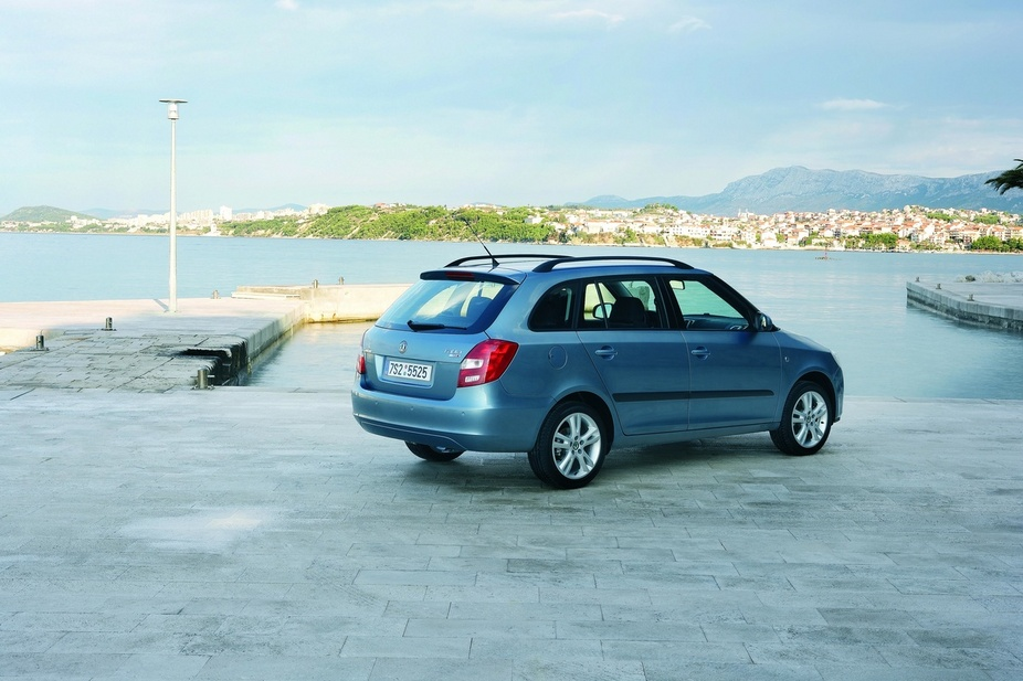 skoda fabia break 1 4 tdi elegance 1 photo and 50 specs. Black Bedroom Furniture Sets. Home Design Ideas