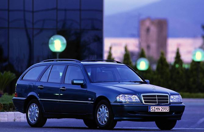 Mercedes Benz C Class Gen 2 Photos 89 Pictures From All 108 Versions Autoviva Com