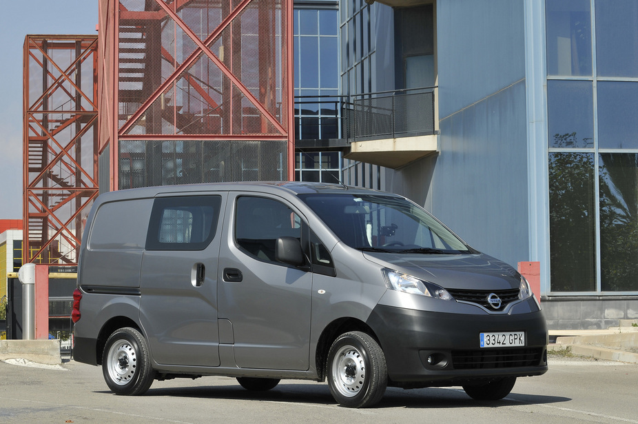 nissan nv200 combi 1 5 dci dpf premium 1 photo and 5 specs. Black Bedroom Furniture Sets. Home Design Ideas