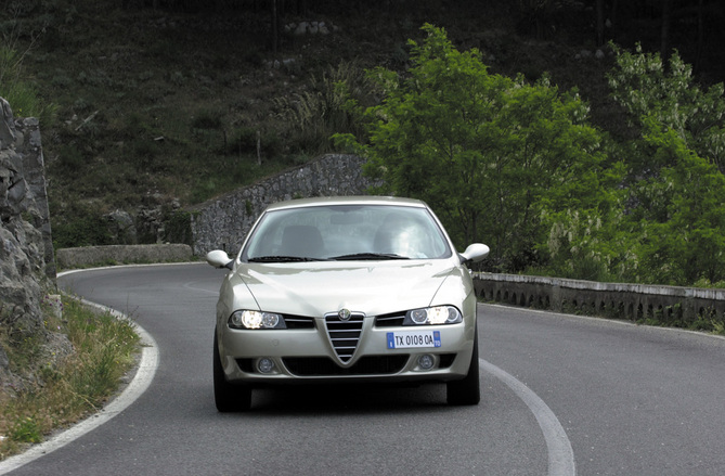 alfa romeo photos 2262 pictures from all 108 models. Black Bedroom Furniture Sets. Home Design Ideas