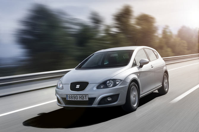 people seat leon 1 6 tdi 105 se copa photo autoviva gallery 370 views. Black Bedroom Furniture Sets. Home Design Ideas